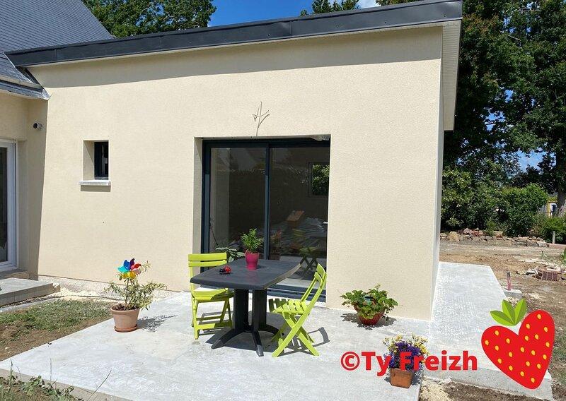 Nouveau Studio neuf 20m² indépendant avec terrasse, vacation rental in Logonna-Daoulas