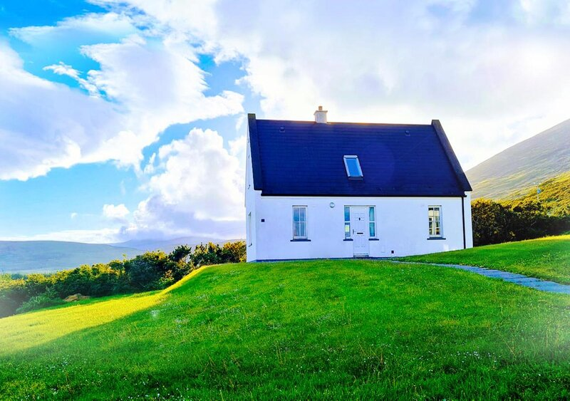 Sea to Summit Cottage with panoramic view, holiday rental in Achill Sound