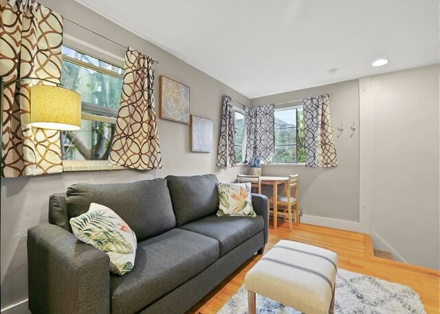 Beautiful Carriage House - Near Cheesman Park!, holiday rental in Glendale