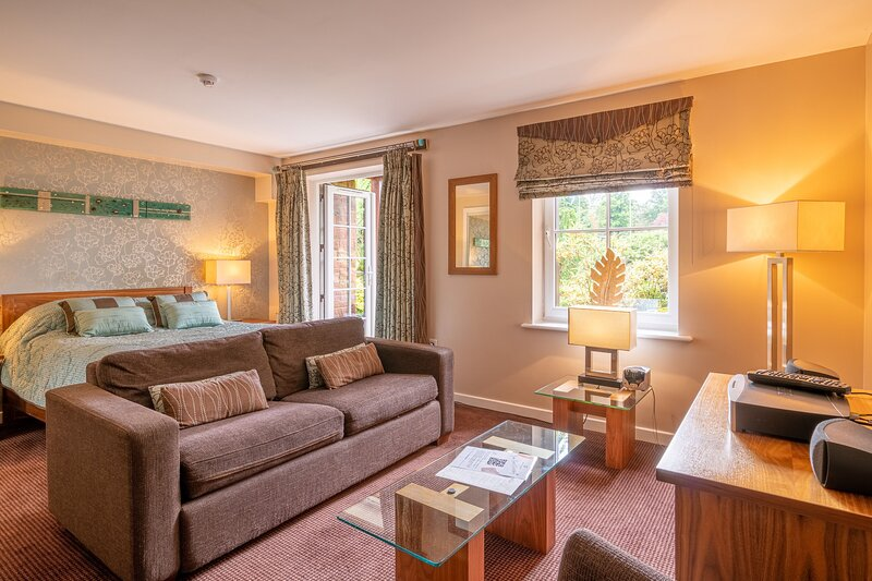 1 Ullswater Suite - Modern studio apartment based a luxurious holiday village, holiday rental in Troutbeck