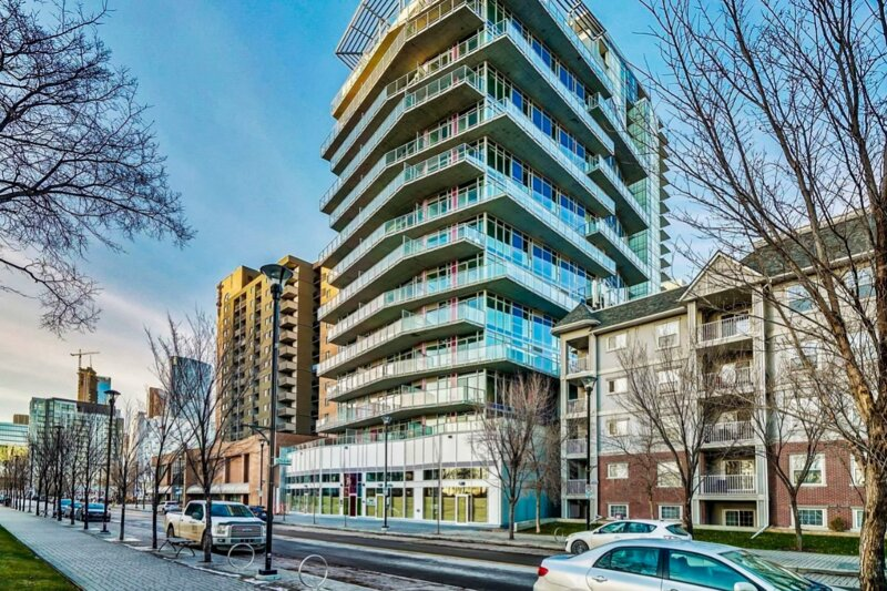 Furnished 1 Bedroom Condo by Signature Suites, holiday rental in Chestermere
