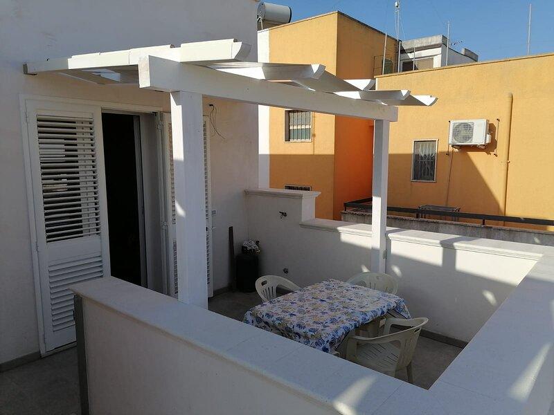 DonaWave_Bilocale al mare con terrazzo 2-3 persone, casa vacanza a Fontanelle