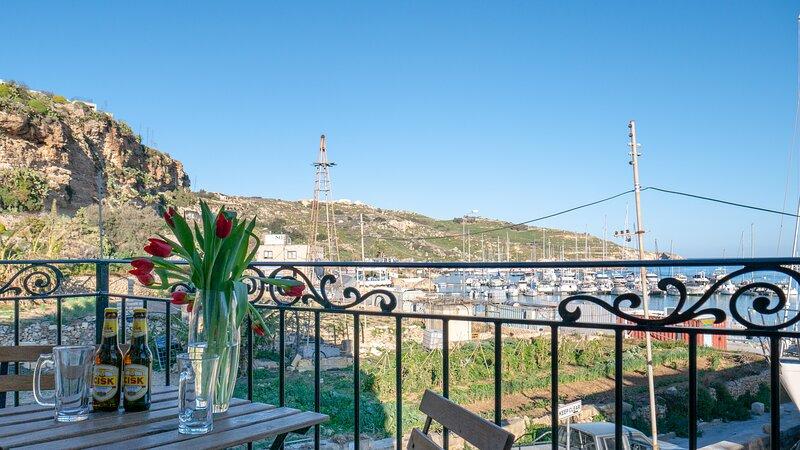 Mgarr Waterfront  Cosy Apartment 2  Ghajnsielem Gozo, holiday rental in Ghajnsielem