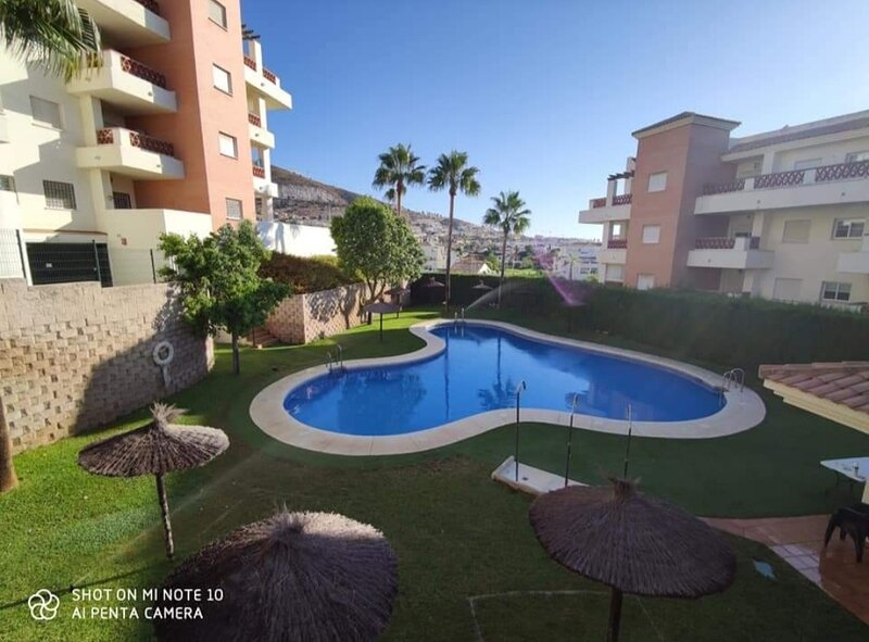 Luxury Front Line apartment with Panoramic Views Overlooking the Golf Course, alquiler de vacaciones en Benalmádena