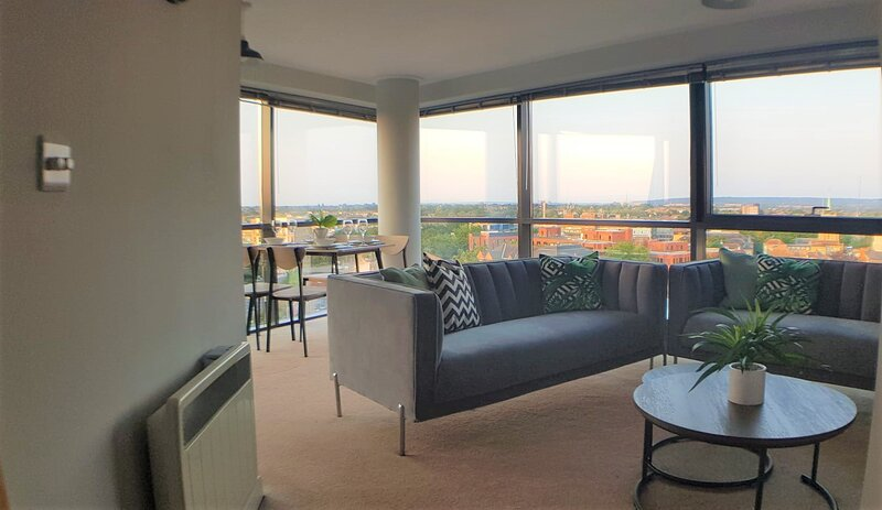 Marconi Plaza: Stunning views over Chelmsford- By Catchpole Stays, holiday rental in Writtle