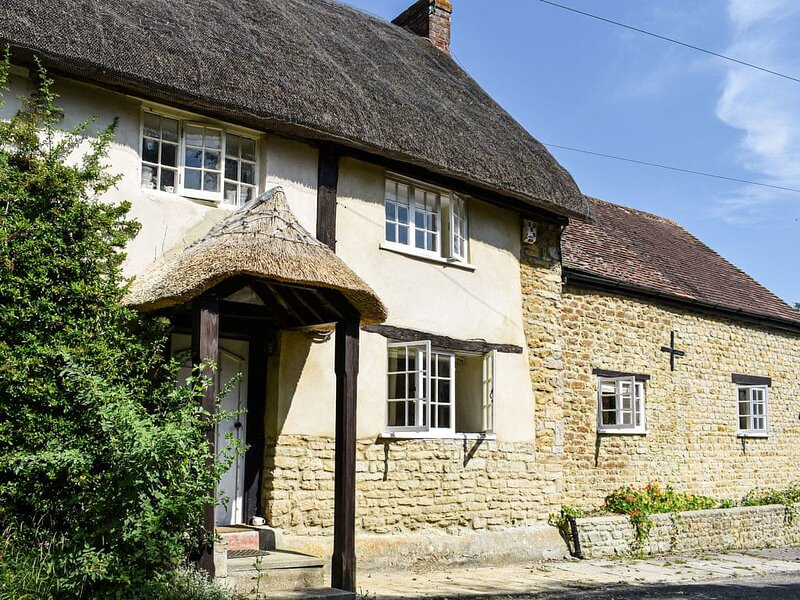 Plum Tree Cottage, holiday rental in Barwick