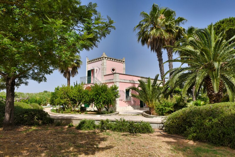Beautiful Villa Rosa Sirgole, Cutrofiano, holiday rental in Aradeo