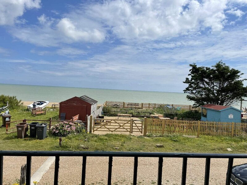 Fantastic Location Beach Fronted Studio Apartment Sleeps 2 Adults and 1 Child, holiday rental in Pevensey