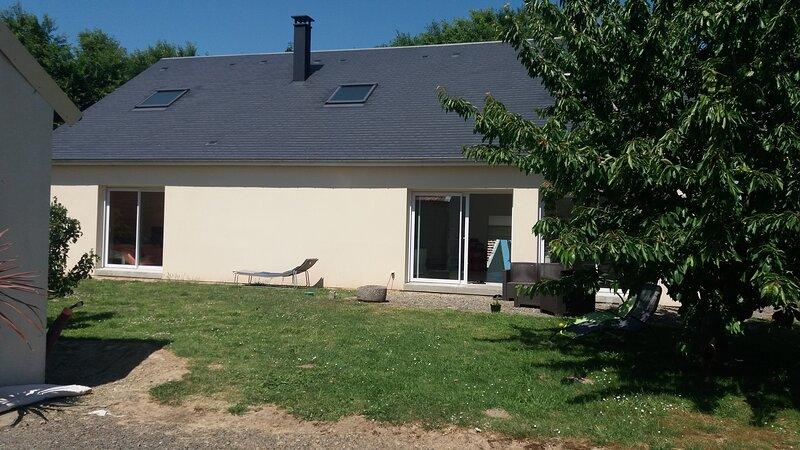 Maison en colocation nuit, semaine, mois près de la plage naturiste de Granville, holiday rental in Saint-Sauveur-la-Pommeraye