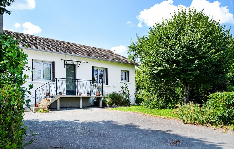 Amazing home in Savignac-Lédrier with 3 Bedrooms (FAD423), vacation rental in Sainte-Trie