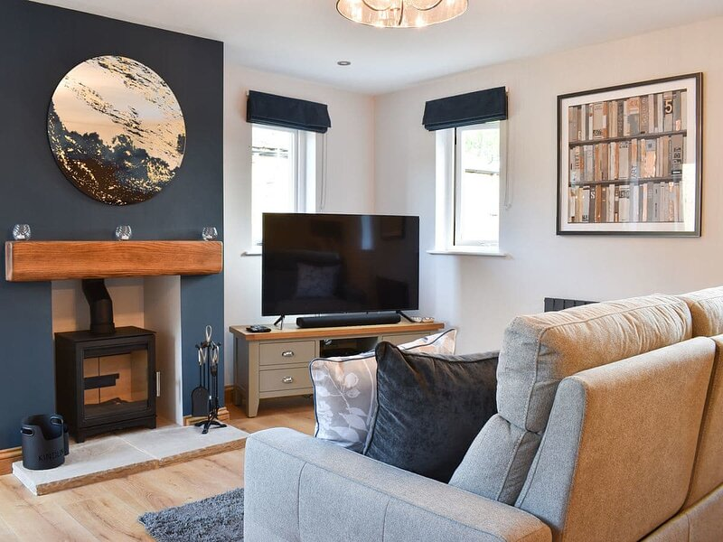 Lindale Cottage, holiday rental in Stirton