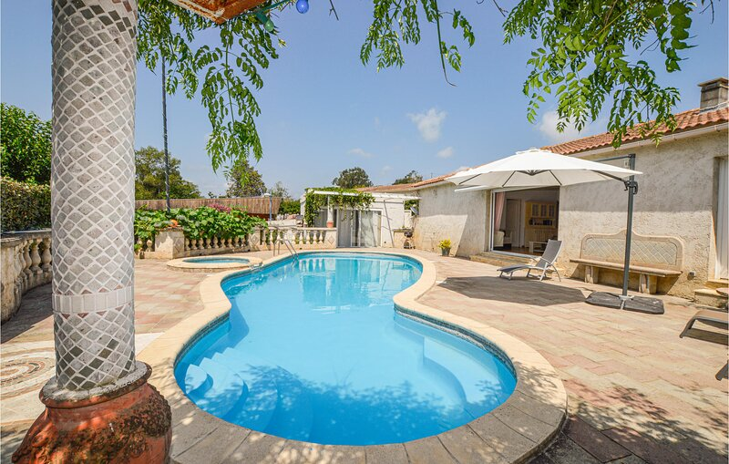 Nice home in Aleria with Outdoor swimming pool, WiFi and 2 Bedrooms (FKO462), casa vacanza a Aleria