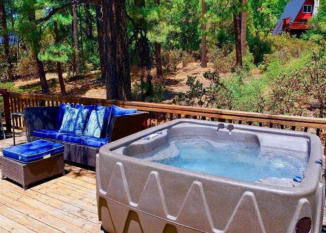 Alpine Lodge: Hot Tub, Walk to Town, Mountain Views, casa vacanza a Pine Cove
