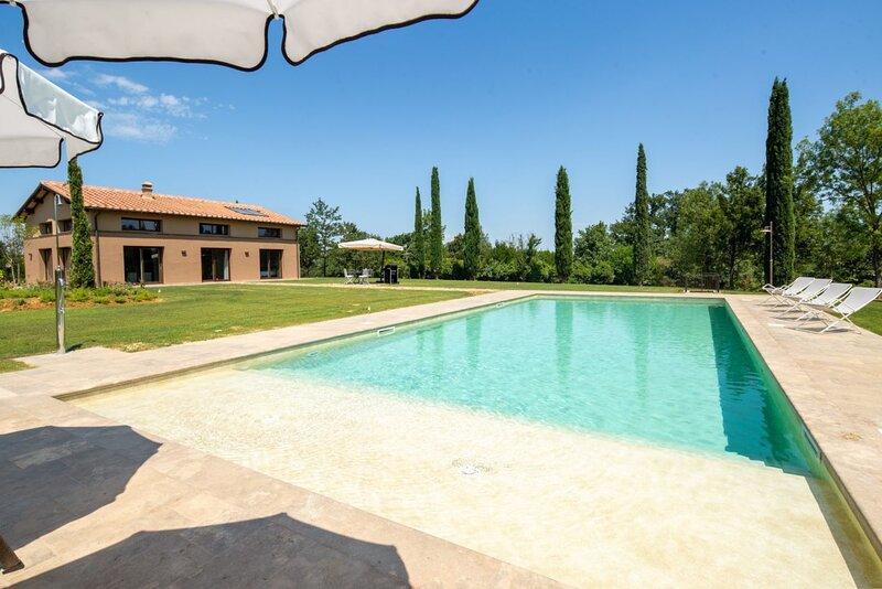 Villa Benedetto - Modern villa with pool and sauna near San Gimignano, vacation rental in San Benedetto
