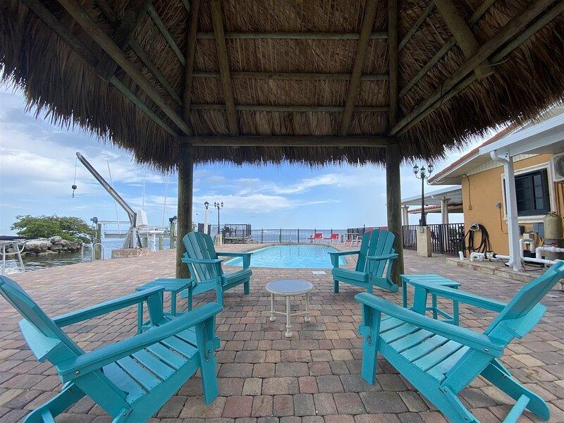 Vista Marquesa  4/3 Ground Level Home w/ Pool & 50` Dock, alquiler de vacaciones en Marathon Shores