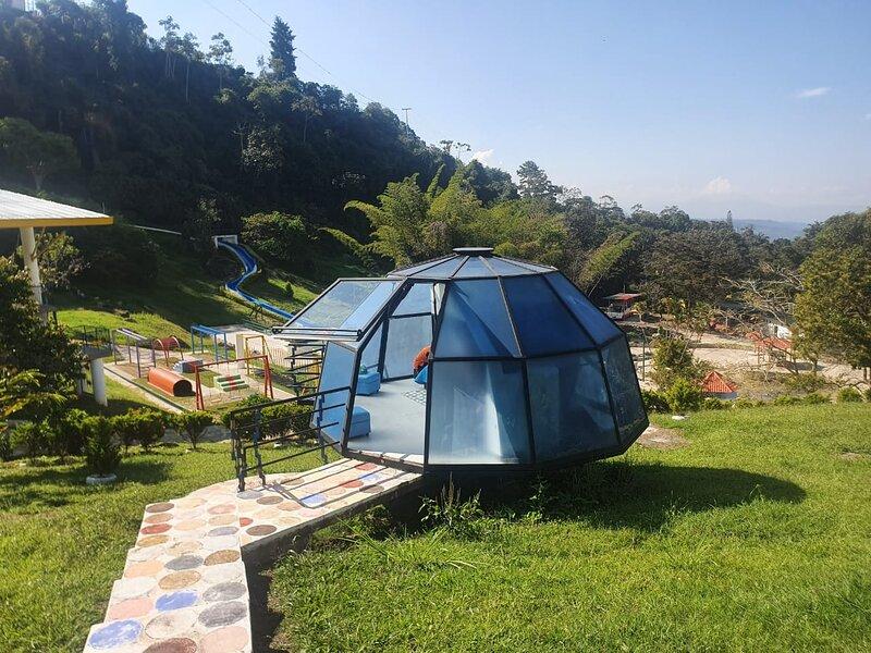 Glamping Iglú, location de vacances à Silvania