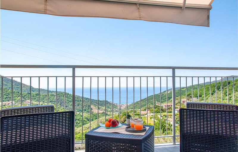 Awesome apartment in Moneglia with WiFi (ILL826), holiday rental in Tavarone