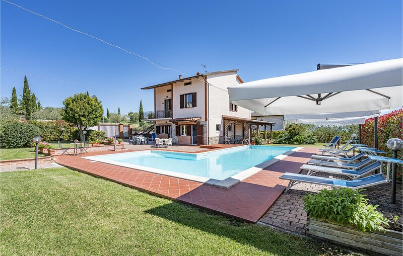 Stunning home in Castiglione del Lago with Outdoor swimming pool, WiFi and 5 Bed, holiday rental in Pozzuolo