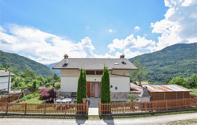 Stunning home in Lamon with WiFi, Outdoor swimming pool and 5 Bedrooms (IDD377), holiday rental in Tonadico