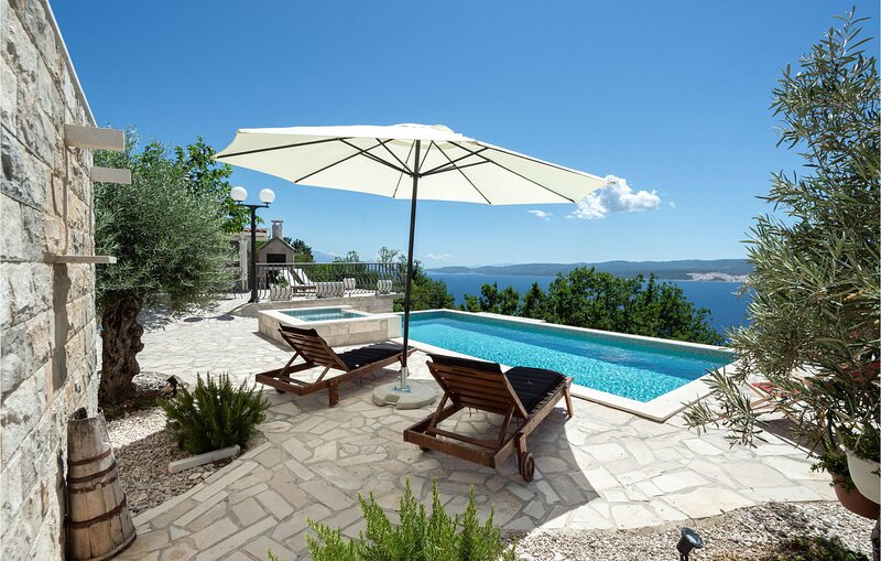 Nice home in Celina with Outdoor swimming pool, Jacuzzi and Heated swimming pool, location de vacances à Podaspilje