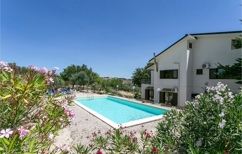 Amazing home in Aragona with Outdoor swimming pool, WiFi and 5 Bedrooms (ISR405), vacation rental in Lido Rossello