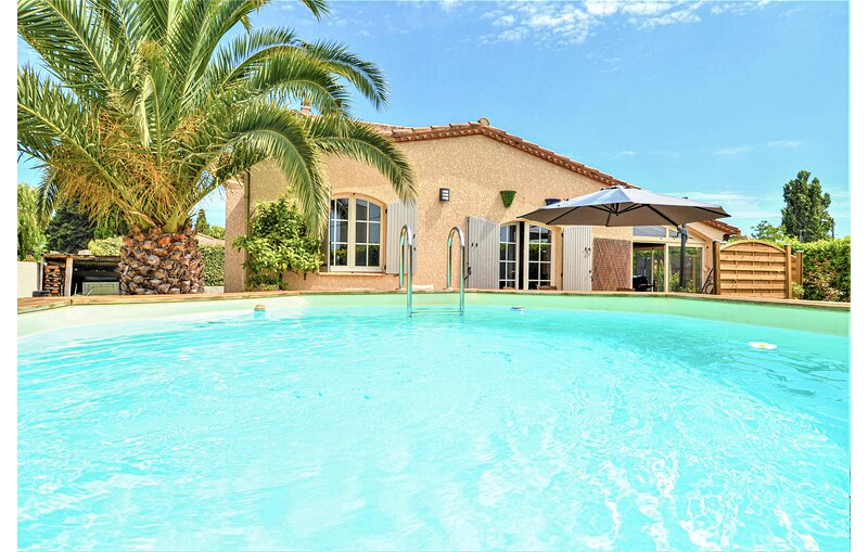 Stunning home in Pierrelatte with Outdoor swimming pool and 4 Bedrooms (FPD347), holiday rental in Pierrelatte