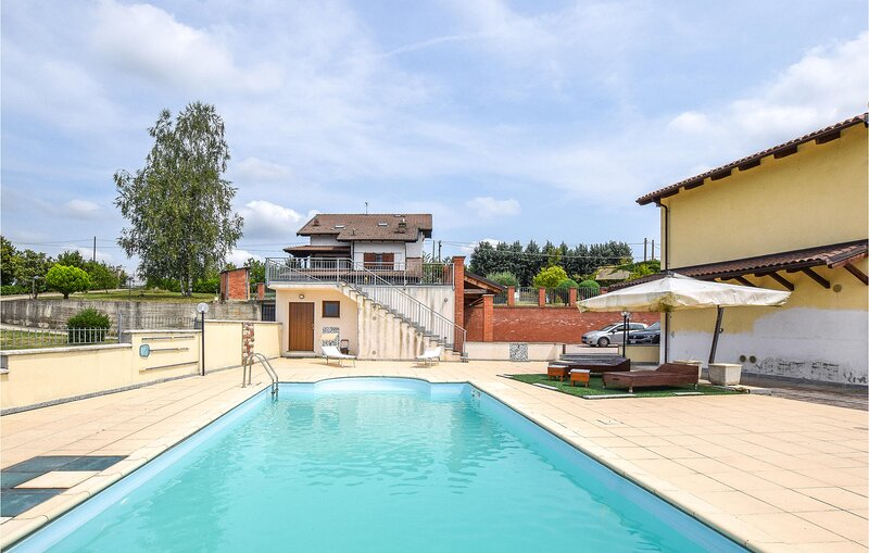 Stunning home in Montegrosso Cinaglio with Outdoor swimming pool, WiFi and 2 Bed, location de vacances à Camerano Casasco