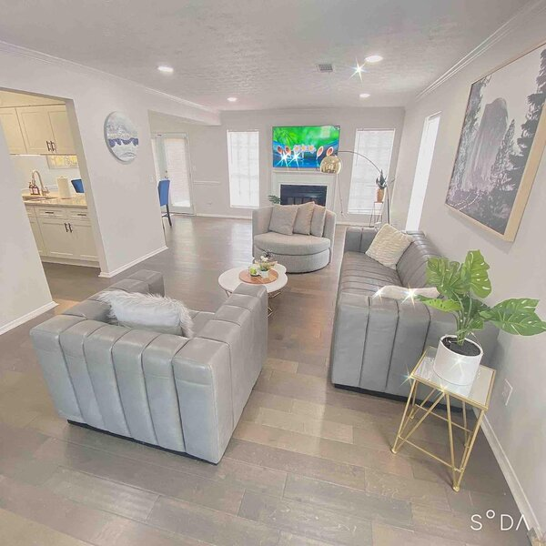 New Trendy Renovated House Get Away to Downtown Norcross, casa vacanza a Duluth
