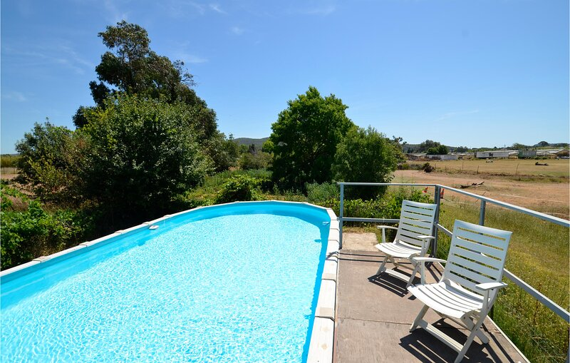 Amazing home in La Garde with Outdoor swimming pool and 2 Bedrooms (FCV245), casa vacanza a Le Pradet