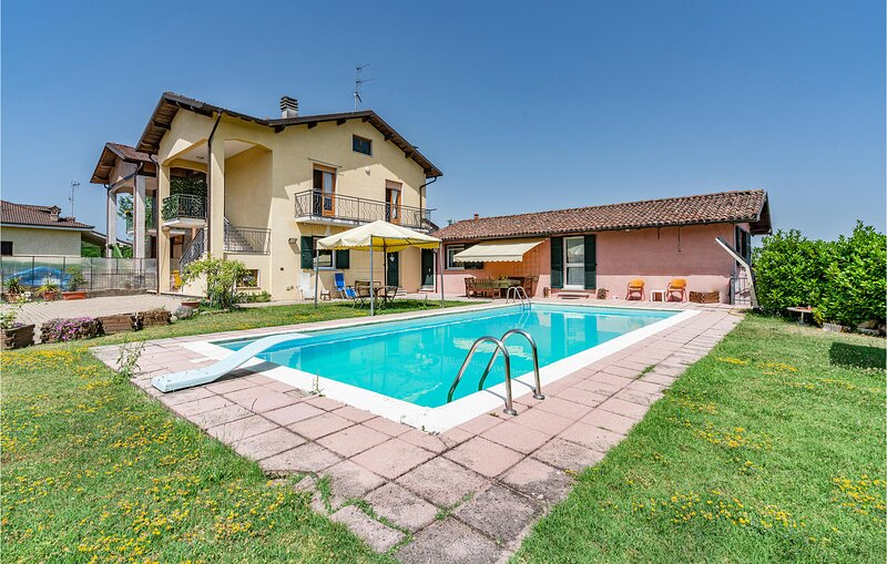 Stunning home in Alessandria with Outdoor swimming pool, WiFi and 5 Bedrooms (IP, holiday rental in Cantalupo Ligure