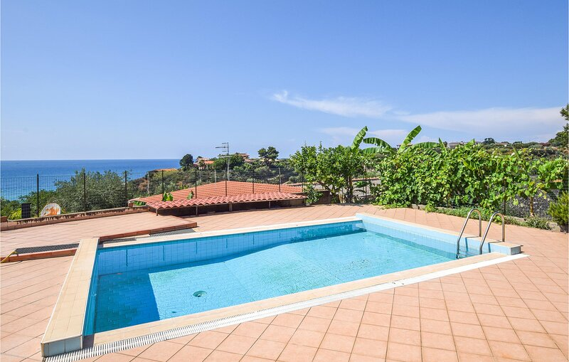 Stunning apartment in Ricadi with Outdoor swimming pool, WiFi and 2 Bedrooms (IK, vacation rental in San Nicolo