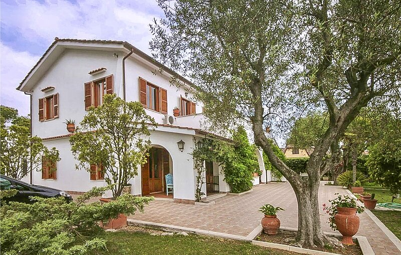 Nice home in Ardea with 4 Bedrooms (IRK204), holiday rental in Tor San Lorenzo