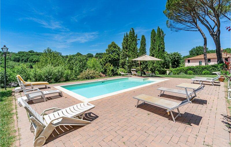 Stunning home in Terranuova Bracciolini with WiFi and 3 Bedrooms (ITA079), casa vacanza a Terranuova Bracciolini