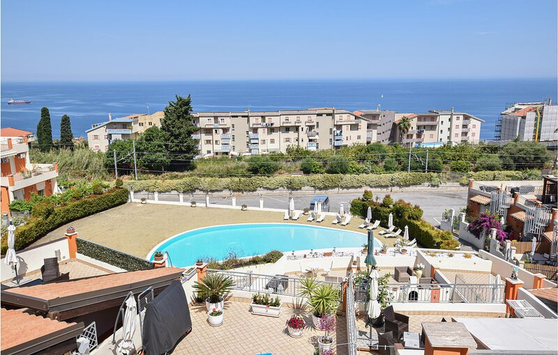 Awesome apartment in Pizzo with Outdoor swimming pool, WiFi and 2 Bedrooms (IKK5, holiday rental in Soriano Calabro