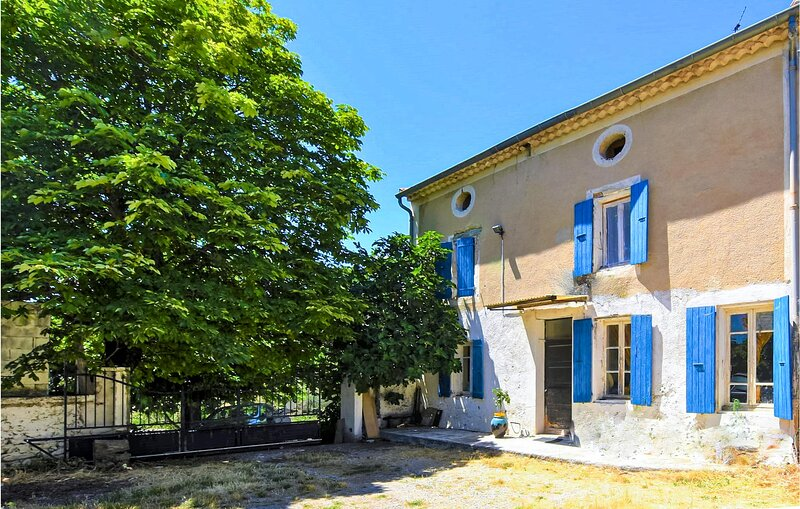 Nice home in Vinsobres with Outdoor swimming pool, WiFi and 2 Bedrooms (FPD340), holiday rental in Villedieu