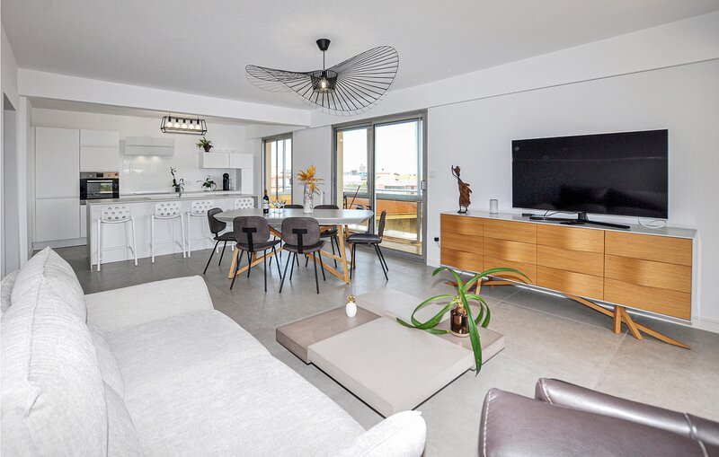 Awesome apartment in Perpignan with WiFi and 2 Bedrooms (FLP187), alquiler de vacaciones en Cabestany