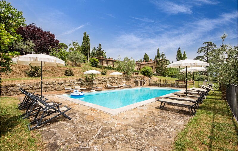 Stunning home in Capolona with Outdoor swimming pool, WiFi and 9 Bedrooms (ITA07, holiday rental in Bibbiano