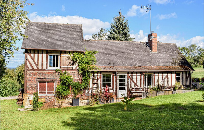 Beautiful home in Crouttes with WiFi and 2 Bedrooms (FNO033), holiday rental in Le Renouard