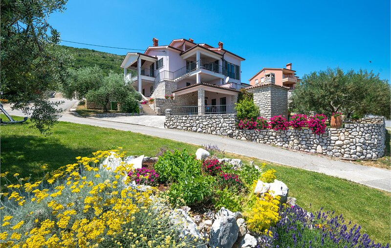 Stunning home in Ravni with WiFi and 1 Bedrooms (CIK043), holiday rental in Ravni