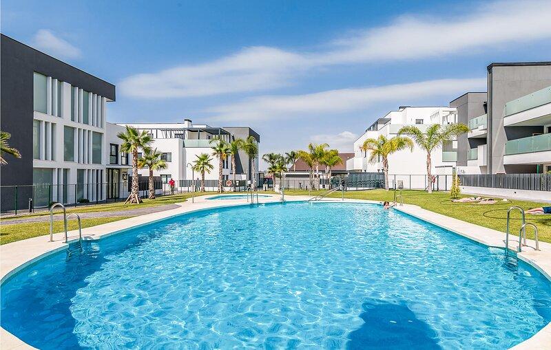 Beautiful apartment in Caleta de Vélez with Outdoor swimming pool, WiFi and 3 B, vacation rental in Algarrobo