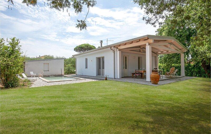 Nice home in Orentano with 2 Bedrooms (ITP624), casa vacanza a Villa Campanile