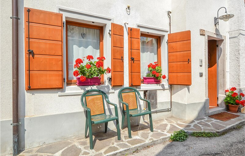 Nice home in Cimolais with WiFi and 4 Bedrooms (IDD379), vacation rental in Tai di Cadore
