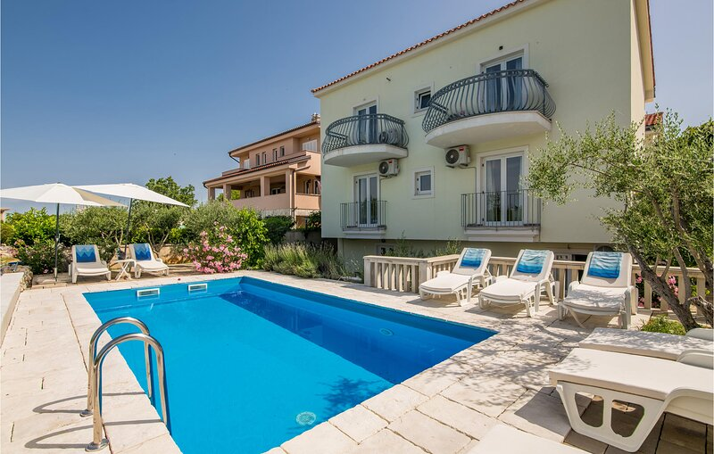 Amazing home in Linardici with WiFi and 6 Bedrooms (CKK973), holiday rental in Poljica