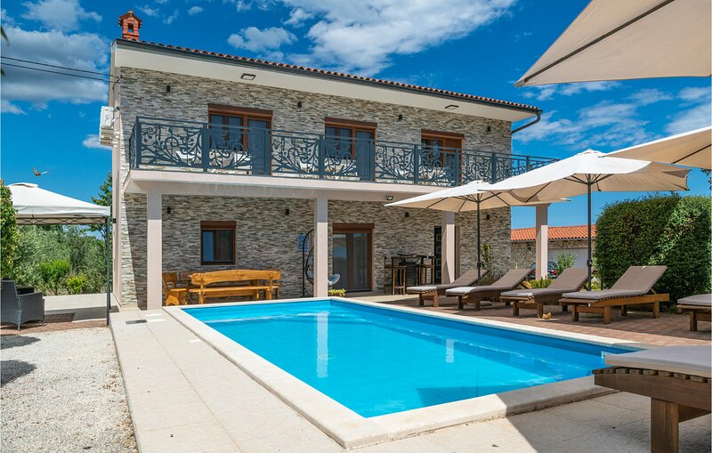 Awesome home in Marcana with WiFi and 3 Bedrooms (CIL946), aluguéis de temporada em Divsici