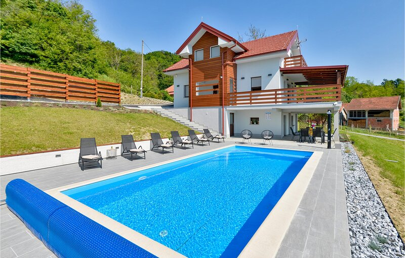 Amazing home in Busin with Outdoor swimming pool, Sauna and 3 Bedrooms (CCC175), holiday rental in Bedekovcina