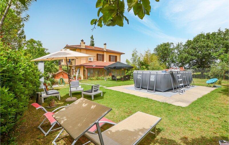 Beautiful apartment in Monte San Savino with Outdoor swimming pool, WiFi and 3 B, casa vacanza a Monte San Savino