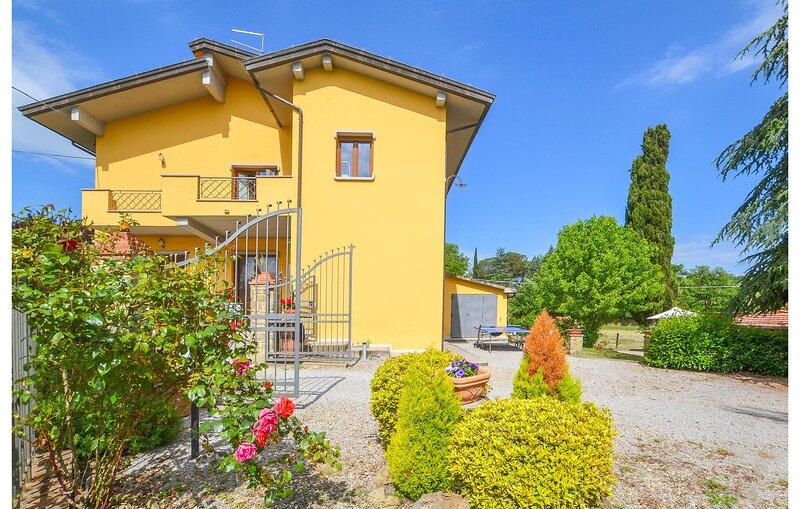 Nice home in Civitella V. di Chiana with WiFi and 3 Bedrooms (ITA086), holiday rental in Badia Al Pino