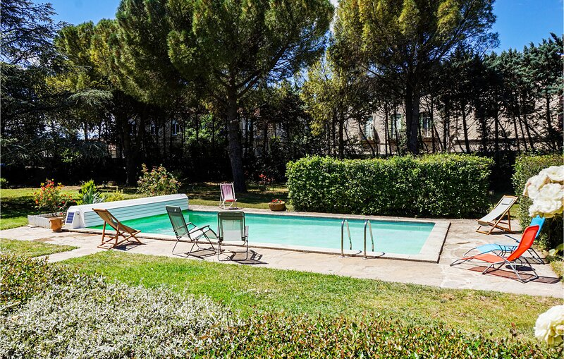 Beautiful home in Laurens with Outdoor swimming pool, WiFi and 5 Bedrooms (FLH36, holiday rental in Gabian