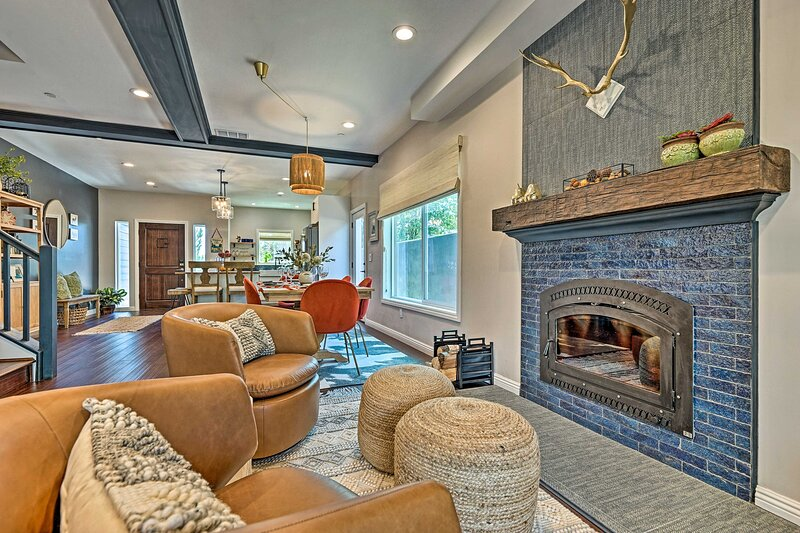 NEW! Luxe Lake Arrowhead Farmhouse w/ Deck + Patio, holiday rental in Victorville