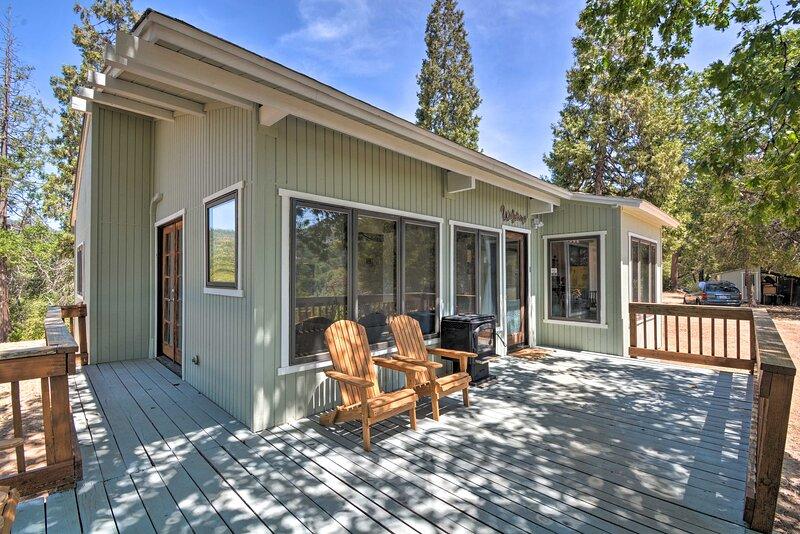NEW! Lovely Yosemite Area Home w/ Hilltop Mtn View, location de vacances à Bass Lake